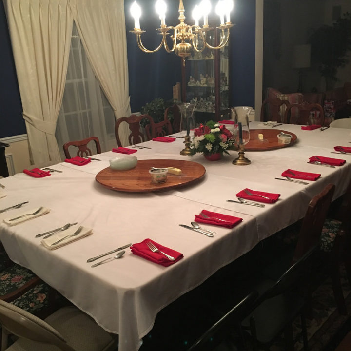 16-seat table topper